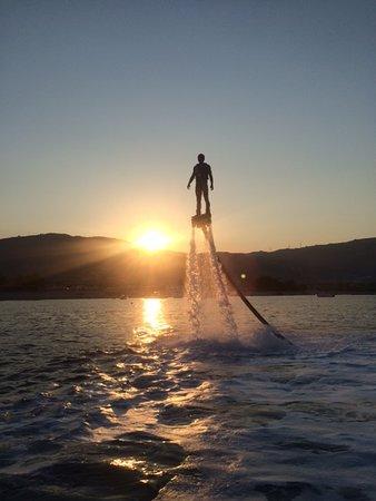 Badolato Marina, Italy: Flyboard al tramonto