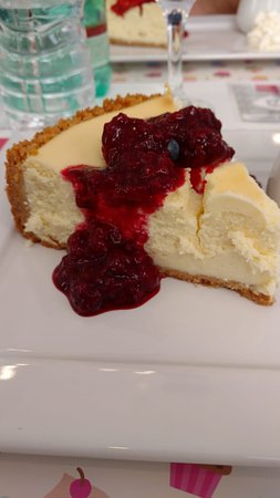 Cheesecake Dream: Cheesecake New York (Tradicional) com calda de frutas vermelhas