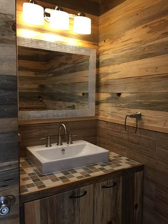 Crider's on the Frio : One of Pearly Creek's lavatories.  Both Pearly and Buffalo have two full bathrooms.