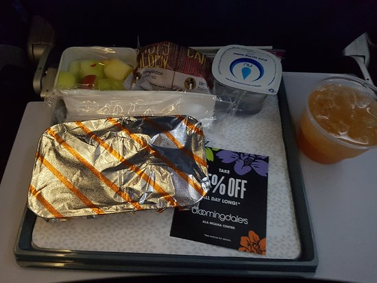 Hawaiian Airlines: Breakfast - guava juice, fruits, muffin the the main food.