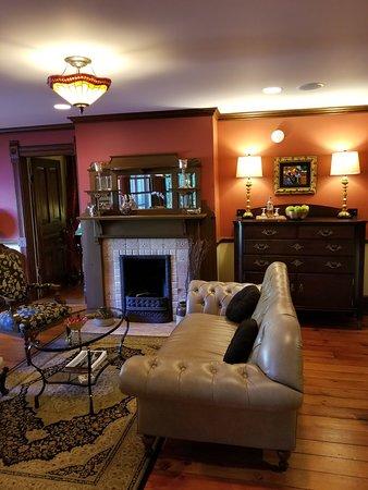 Twin Oaks Inn: 20180602_090008_large.jpg