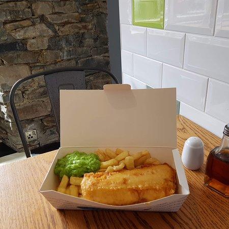 Evans Takeaway & Diner : fish chips and mushy peas
