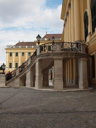 พระราชวังเชินบรุนน์: Scalinata centrale (non più utilizzata) per l'ingresso al palazzo.