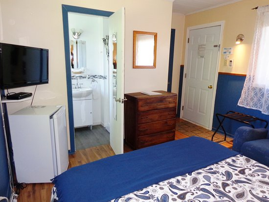 Motel des Deux Lacs Inc.: Petit frigo, télé écran plat sdb privée avec douche. Pour adultes seulement.