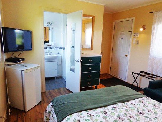 Motel des Deux Lacs Inc.: Chaque unité a un garde robe, bureau pour ranger vos vêtements et support à bagages