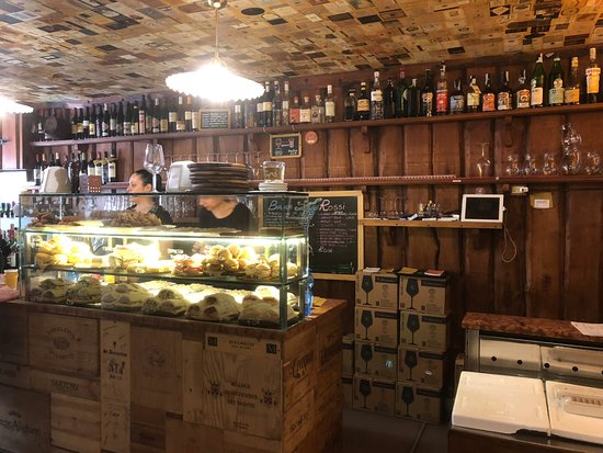 Enoteca al Volto: You can order from the counter or from dinner menu