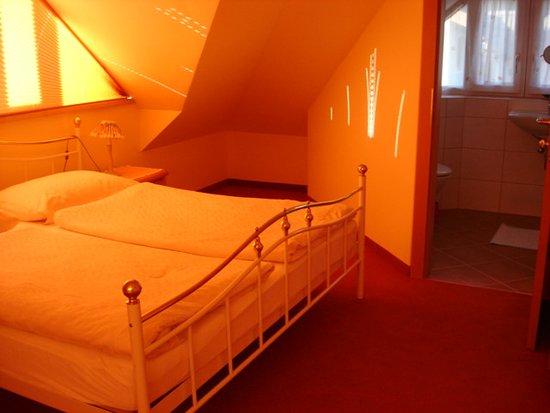 Faistenau, Austria: Kinderschlafzimmer mit Bad/WC