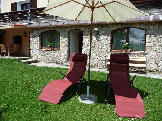 Alpenblick Pension: Garten eines der Appartements