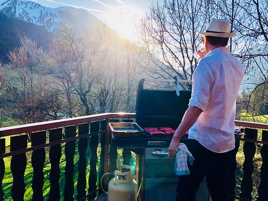Chalet Blanc: BBQ in the sunshine