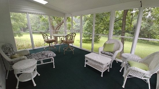 Fair Haven, NY: Screend porch