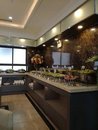 Green LightHouse Hotel: завтрак