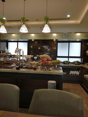 Green LightHouse Hotel: завтрак 2