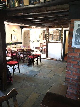 The Chequers Inn Restaurant : garden entrance