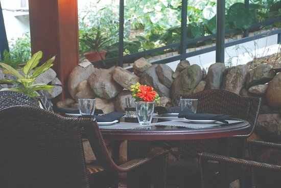 Boulder 54: Outdoor dining