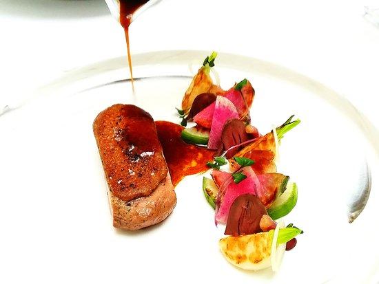 Amarone: Pierś z kaczki Magret, konfitowane kacze serca, arbuzowa rzodkiew, szalotka i sos z imbirem na w