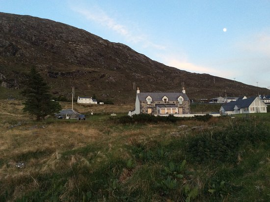 Ardhasaig, UK: Hotel from the loch shore