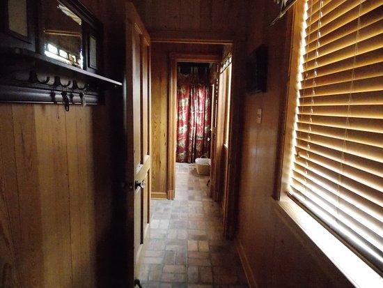 Jean Lafitte Harbor : Houseboat Hall