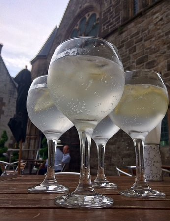 The Gallery : Gin and tonics served in the courtyard