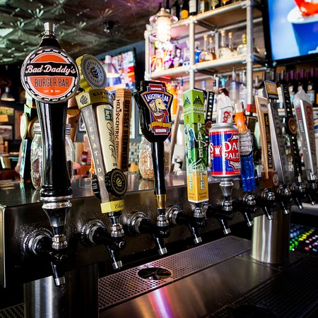 Smyrna, GA: Local beers on tap!