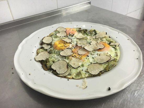 Tortorici, Italy: Uovo, asparagi e tartufo nero dei Nebrodi