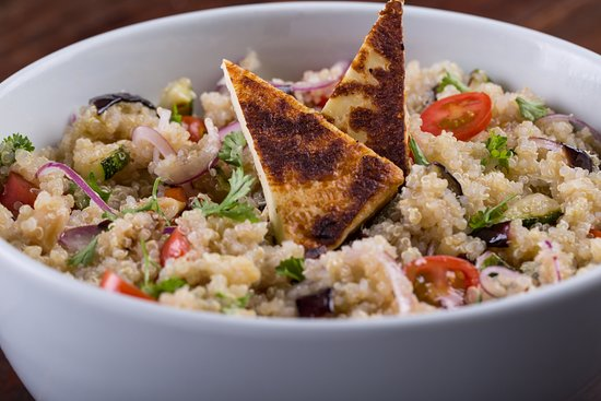 Restaurante Rayz: Quinoa salad w/ grilled veggies, red onions, almonds and coalho cheese