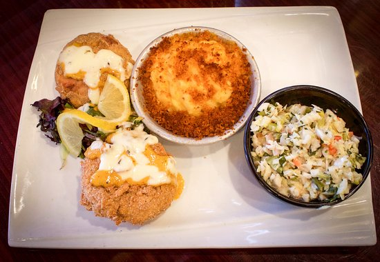SmoQ : Salmon Croquettes, Mac and Cheese, and Cole Slaw
