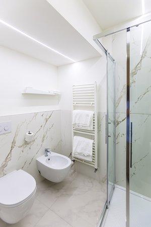 Bagno Deluxe Con Set Di Cortesia Shampoo Bagno Schiuma E Set Asciugamani Picture Of Cuneo Hotel Tripadvisor