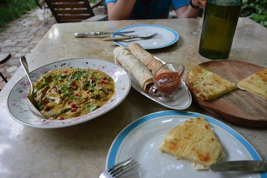Shavi Lomi: Еда