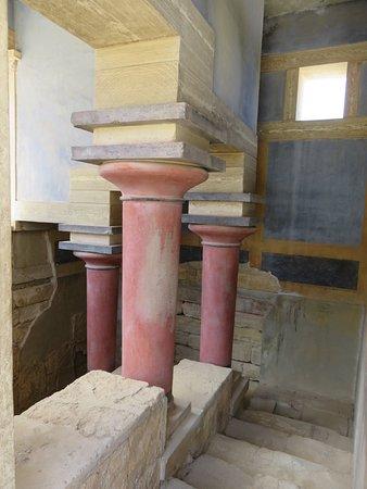 Knossos Archaeological Site: pilaren