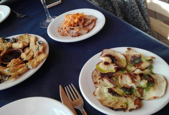 Restaurante Los Caballos : Setas a la plancha, lomo en manteca y berenjenas con miel