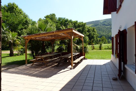 Rafting Evasion: Terrasse avec tables pour manger