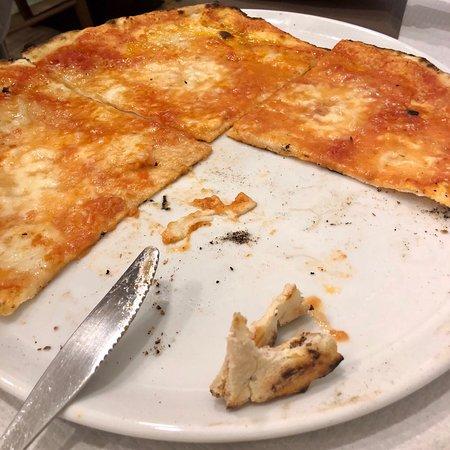 Pizzeria Desideria: Pizza con mozzarella di bufala (?), in cottura (??). Anche i non pizzaioli sanno che la mozzarel