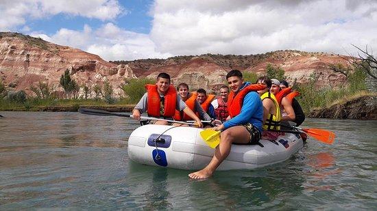 Sendas Patagonicas: Los Acantilados de las Coloradas desde el río