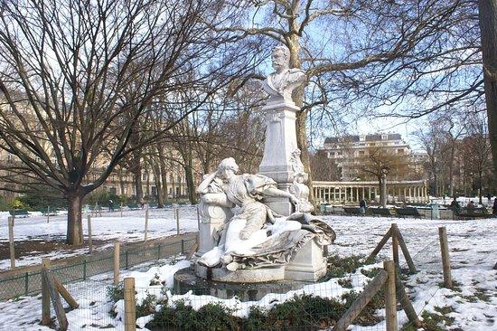 Monument a Guy de Maupassant
