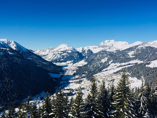 Chalet Blanc: Chatel in winter