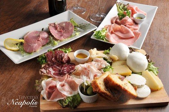 Taverna Neapolis: Set di antipasti di formaggi e salumi selezionati e preparati dai nostri gastronomi.