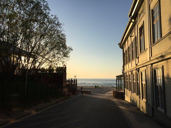 Sunset Hotel: По дороге на пляж