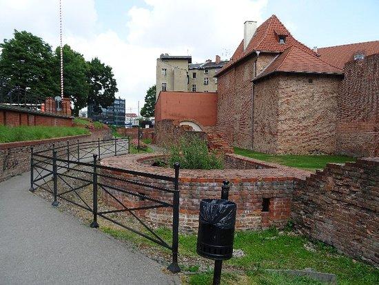 Średniowieczne Mury Miejskie