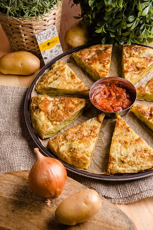 Paella Marbella : Испанская тортилья  с соусом на выбор: тар-тар, сметанный, томатный или айоли.