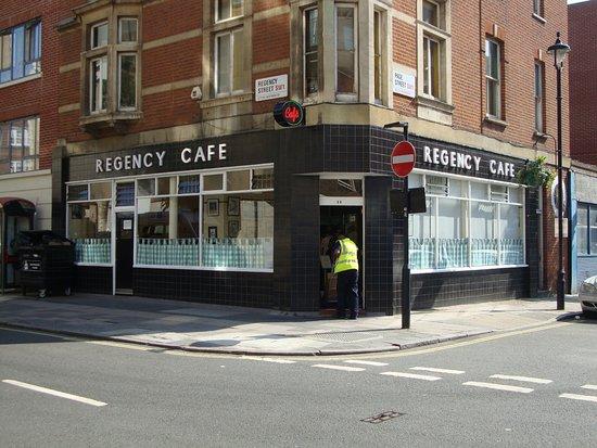 Regency Cafe : ingresso locale