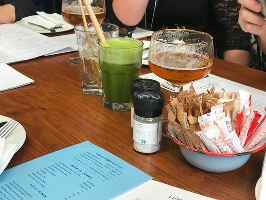 Salvation Cafe: Green juice and beers