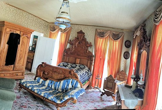 Mackay Mansion: Bedroom