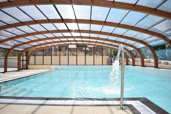 Camping La Butte: La piscine couverte chauffée avec coin balneo et jacuzzi pour une détente maximal