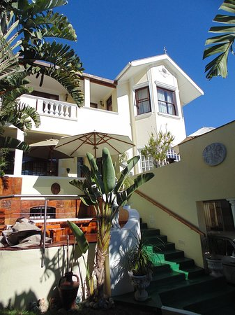 Stadium Guest House: Front view of Guest House