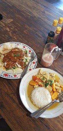 Dewa Warung: Gado gado, tempe curry, guava juice