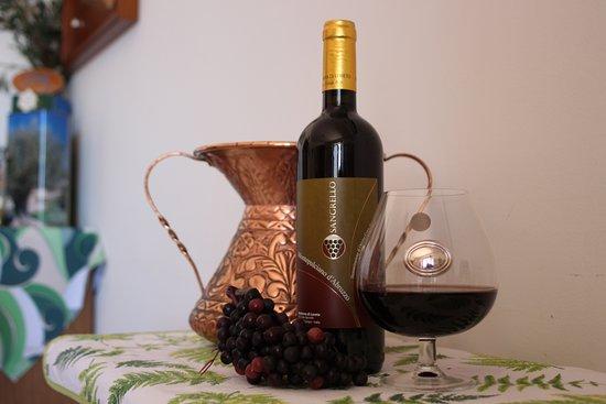 La Collina: Vino prodotto dalle nostre uve Montepulciano D'Abruzzo Doc