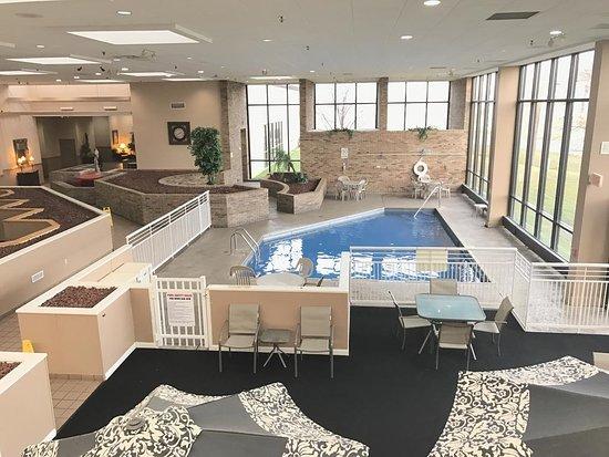 Ramada by Wyndham Owensboro: Pool Area