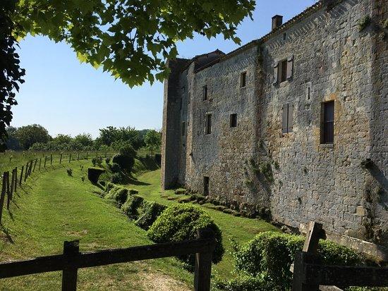 Larressingle, Frankrike: l'extérieur du village fortifié