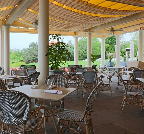 The Café at The Chanler : Outdoor dining at The Café is available for lunch from 12 pm - 4 pm and for dinner from 5 pm - 8