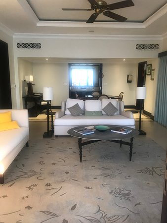 The Westin Turtle Bay Resort & Spa, Mauritius: Lounge and Dining Area